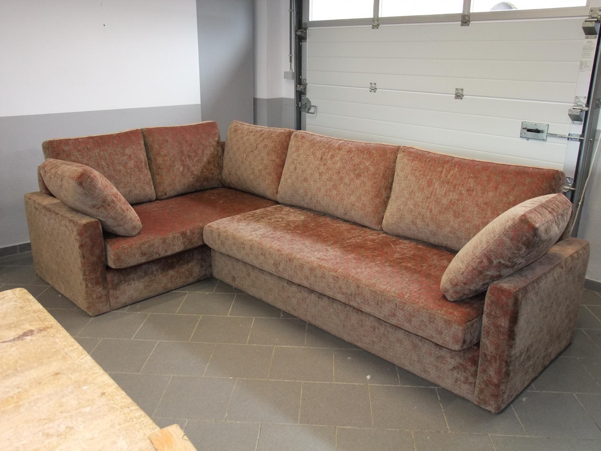 Canapé d'angle. Création, en coopération avec