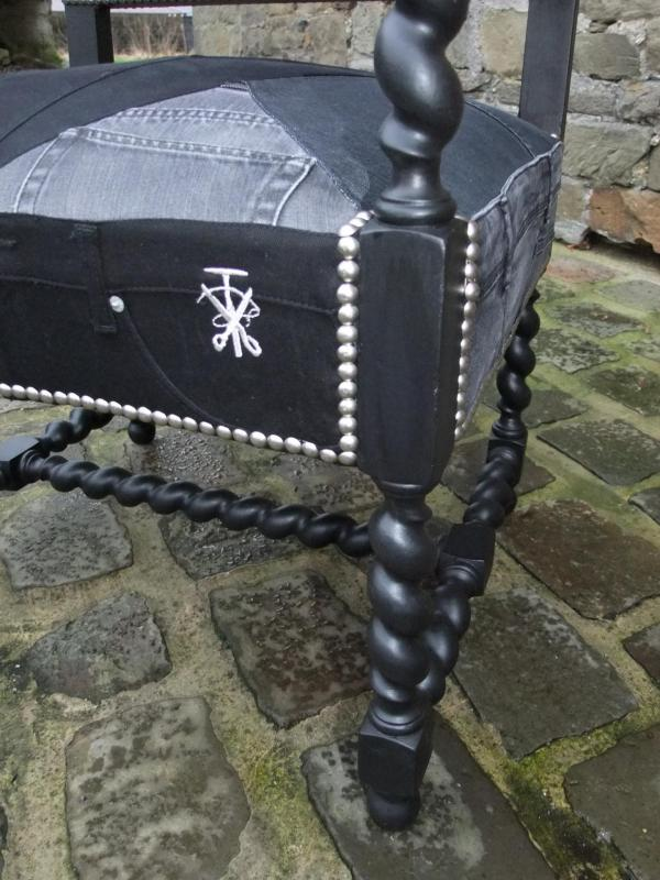 Détail fauteuil Louis XIII (garnis)